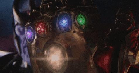 Thanos con il guanto dell'infinit