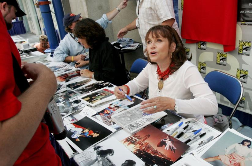 Margot Kidder firma autografi al Comic-Con