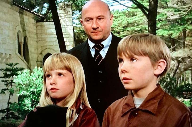 Donald Pleasence tra Kim Richards e Ike Eisenmann in una scena di Incredibile viaggio verso l'ignoto