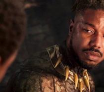 Un primo piano di Michael B. Jordan nei panni di Killmonger nel primo Black Panther