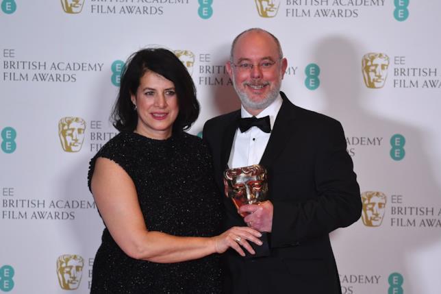 Anna Pinnock e James Hambidge posano col loro BAFTA 2017 per la miglior scenografia
