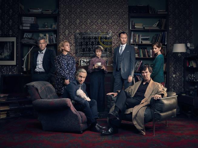 Il cast principale di Sherlock nello studio di Baker Street