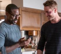 Randall e Kevin sorridenti in una scena di This Is Us