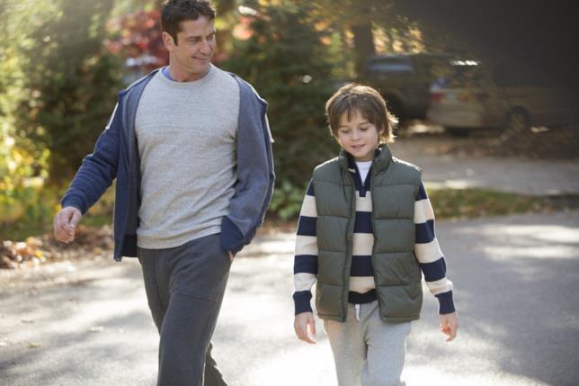 Max Jenkins e Gerard Butler in una scena di Quando un Padre