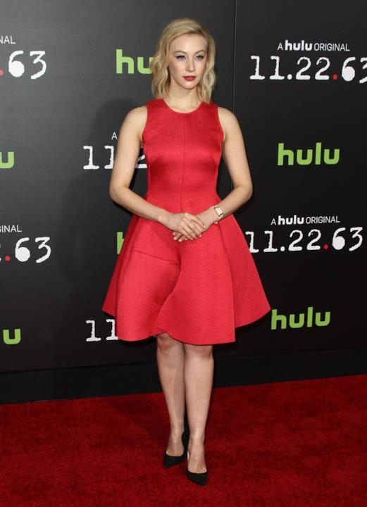 Sarah Gadon sul red carpet alla premiere di 22.11.63
