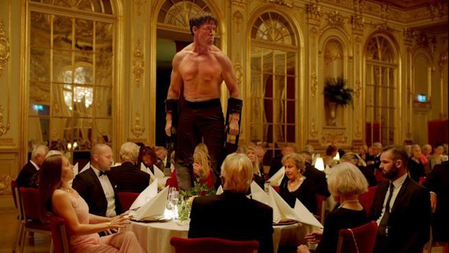 Una scena dal film The Square