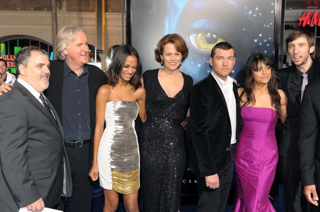 James Cameron con il cast di Avatar