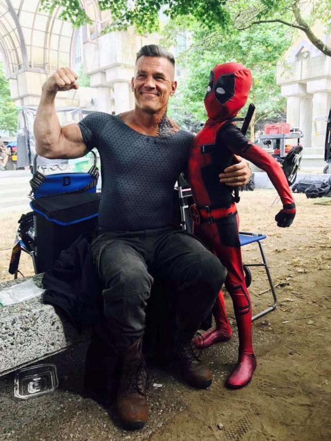 Cable e un piccolo Deadpool sul set di Deadpool 2