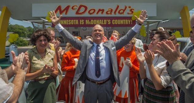 Un'immagine di Michael Keaton nel ruolo di Ray Kroc in The Founder