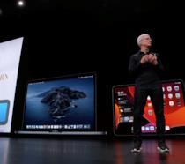 Tim Cook sul palco della WWDC19