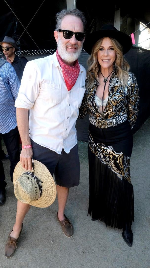 Tom Hanks e Rita Wilson sorridono allo Stagecoach festival