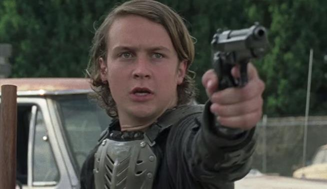 Una scena di The Walking Dead 7 con Logan Miller