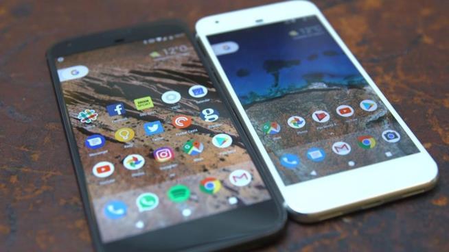 I primi Google Pixel, rilasciati nel mercato nel 2016.
