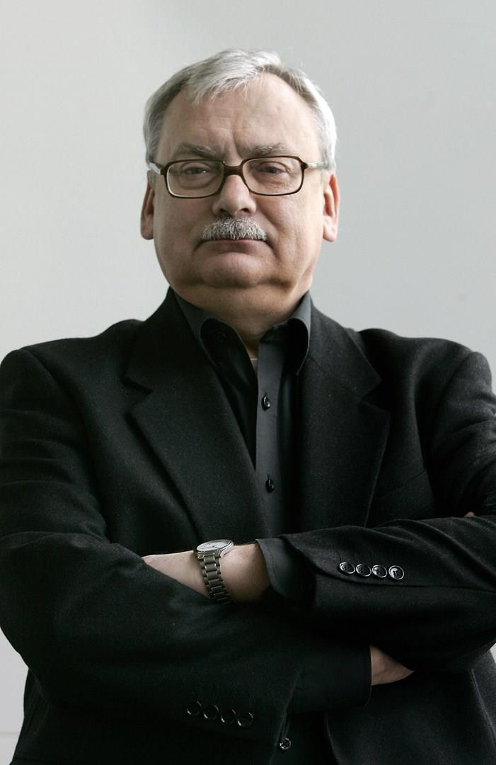 Un primo piano dello scrittore Andrzej Sapkowski