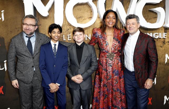 Il regista Andy Serkis e i protagonisti di Mowgli posano per i fotografi