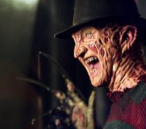 Freddy Krueger, il suo cappello e il terribile guanto armato di lame