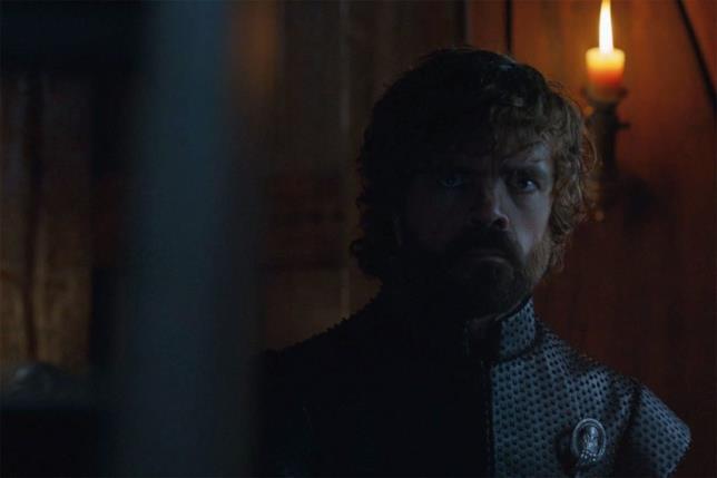L'indecifrabile espressione di Tyrion quando Jon raggiunge Daenerys nella sua cabina