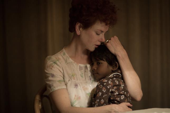 L'attrice durante una scena del film Lion