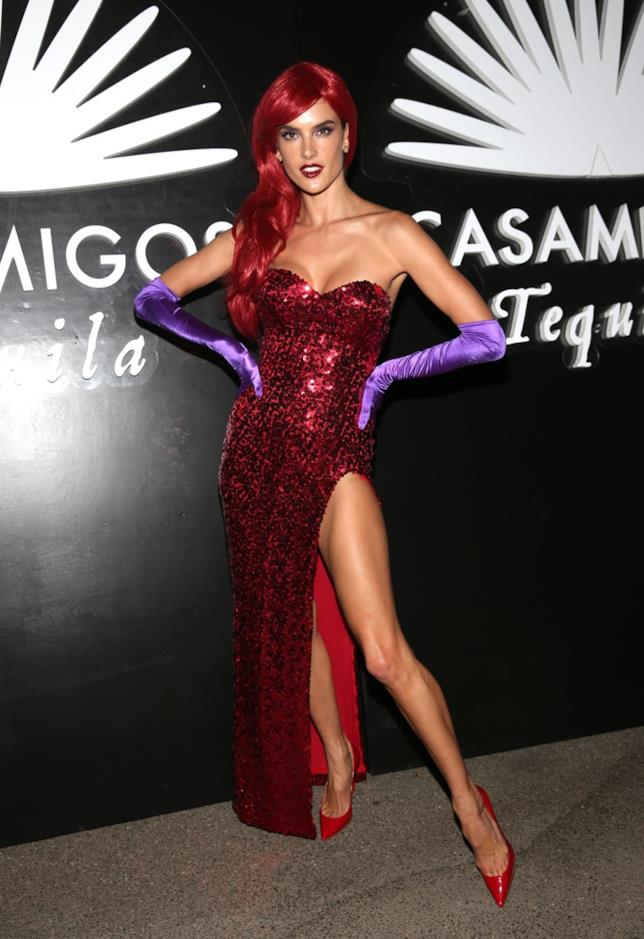 Alessandra Ambrosio vestita da Jessica Rabbit
