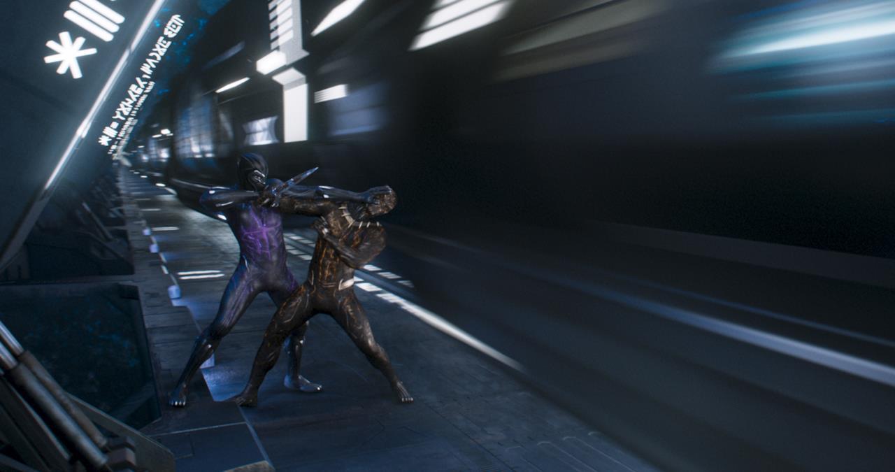 Lo scontro tra Black Panther e Killmonger coi costumi in vibranio