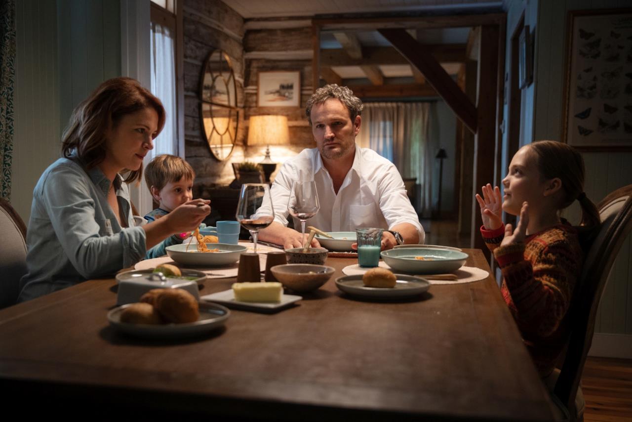 Jason e Rachel Creed attorno al tavolo coi loro figli