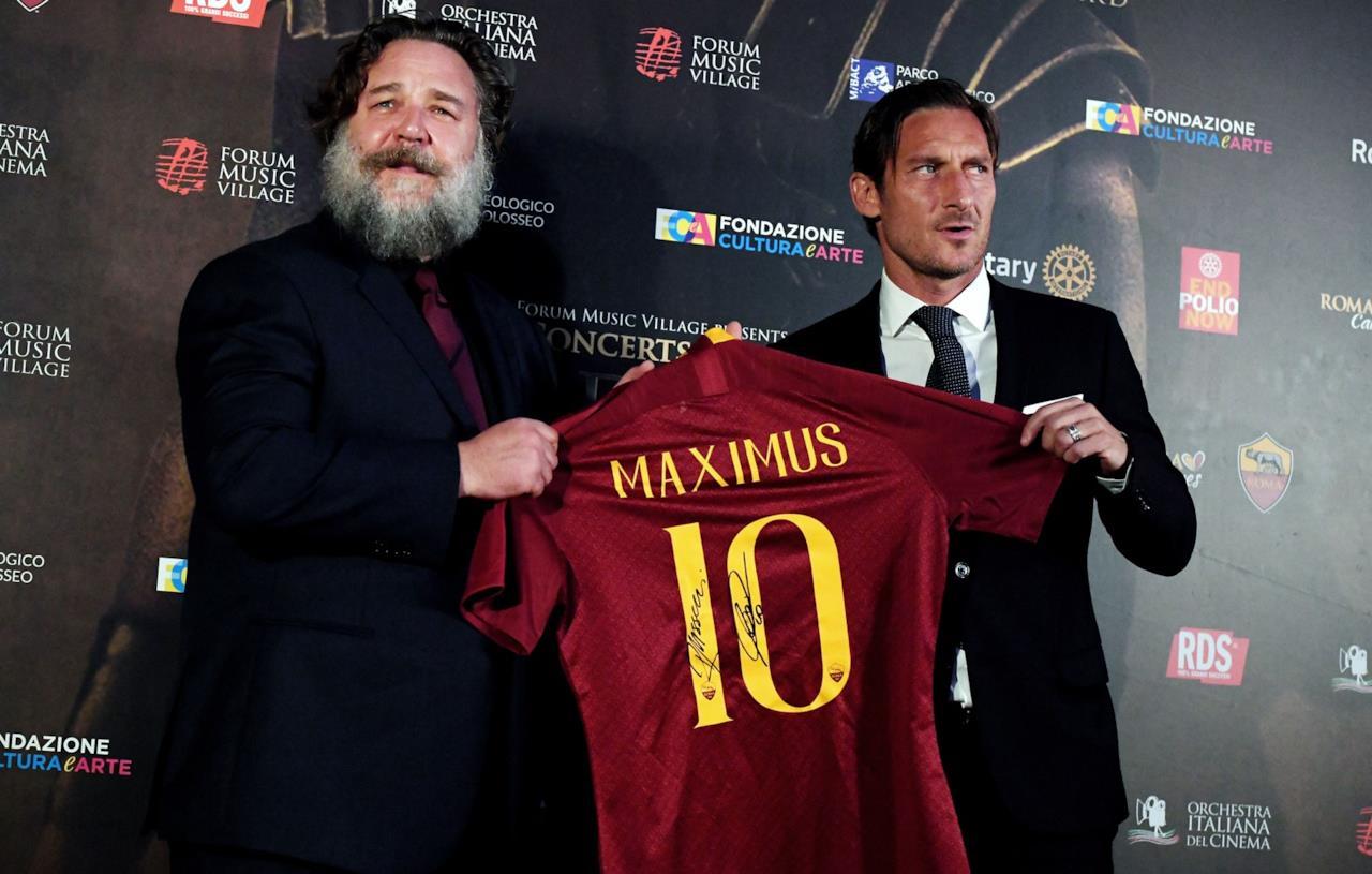 Francesco Totti e Russell Crowe per Il Gladiatore in concerto