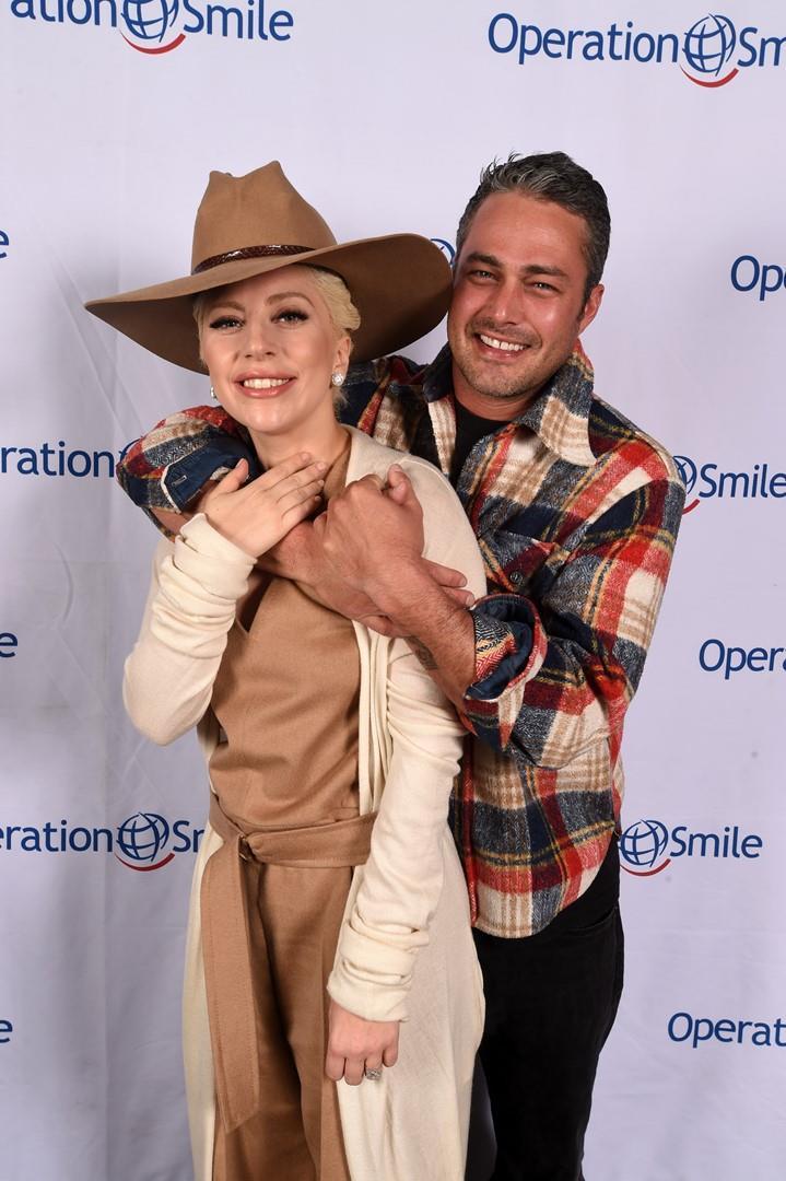 Lady Gaga e Taylor Kinney insieme a un evento ufficiale