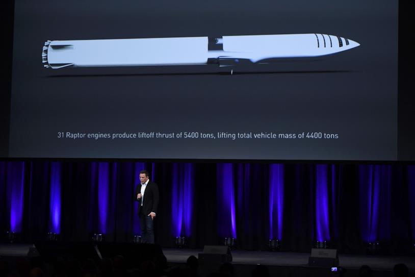 Elon Musk presenta il razzo