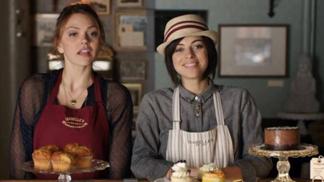 Le due protagoniste della commedia di  Gustavo Ron durante una scena del film