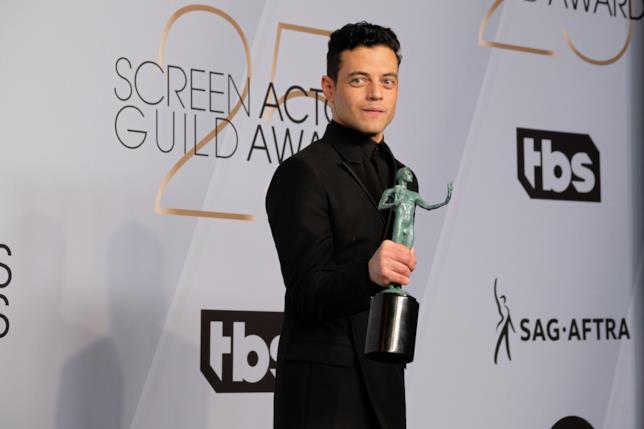 L'attore Rami Malek con il suo SAG Award