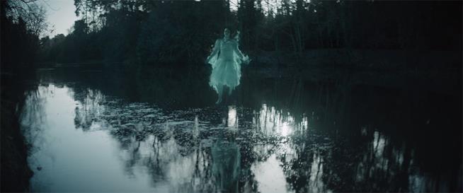 Un fantasma nel teaser trailer di The Lodgers