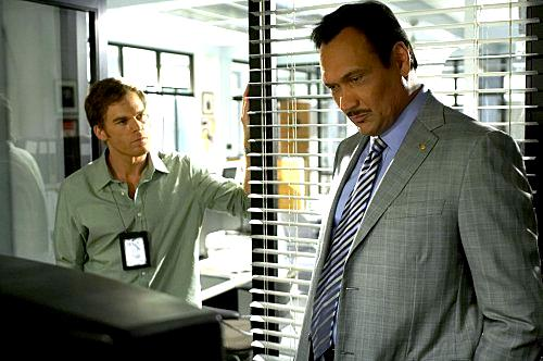 Jimmy Smits in una scena di Dexter