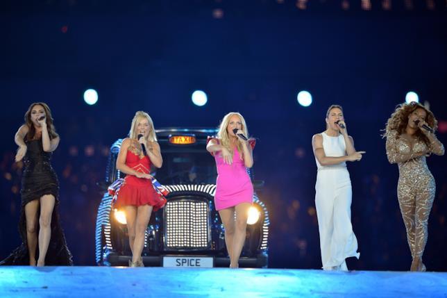 Le Spice Girls durante una recente reunion sul palco