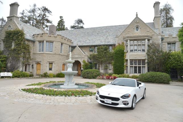 Veduta della Playboy Mansion