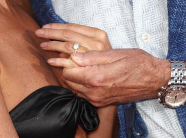 L'anello di fidanzamento di Hayley Roberts