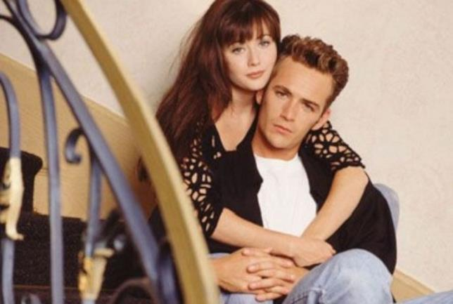 Un'immagine di Luke Perry con Shannen Doherty