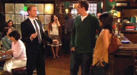Barney mostra un gioco di magia ai suoi amici
