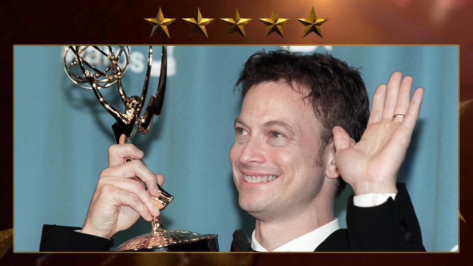 Ha vinto un Emmy come miglior protagonista per l'intepretazione di George Wallace nella notte in cui lui morì.