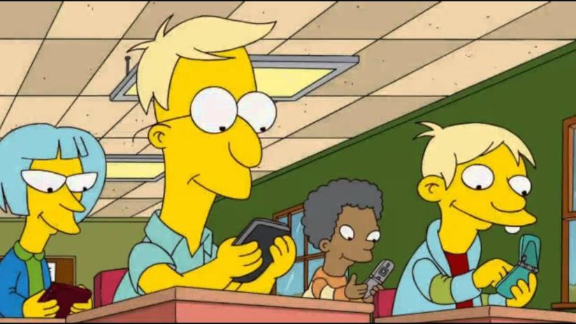 I Simpson: i ragazzi della scuola elementare con degli smartphone