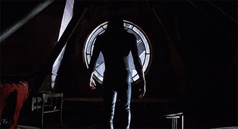 Brandon Lee in una scena de Il Corvo
