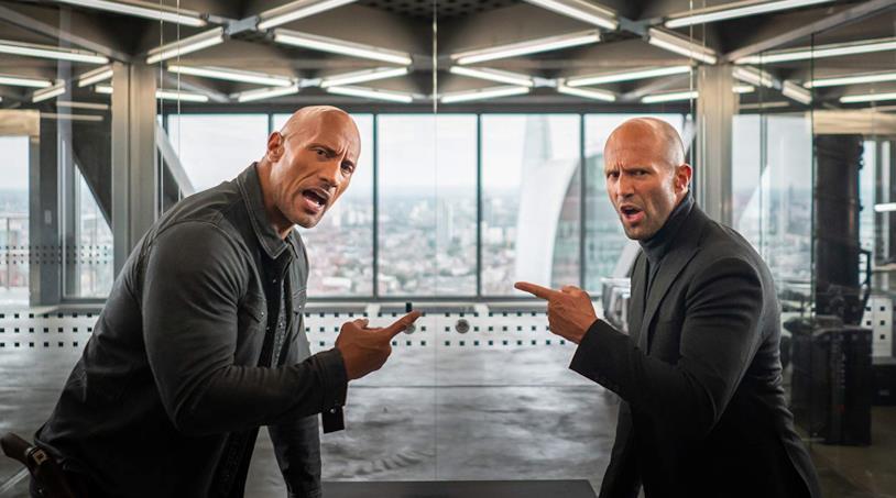 Dwayne Johnson e Jason Statham in una scena del film Fast & Furious - Hobbs & Shaw