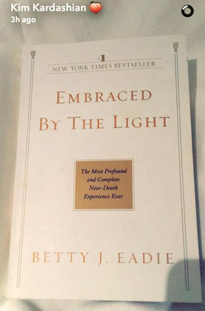Uno dei libri a tema spirituale che Kim Kardashian sta leggendo