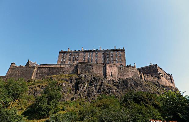 Una veduta del castello dal basso