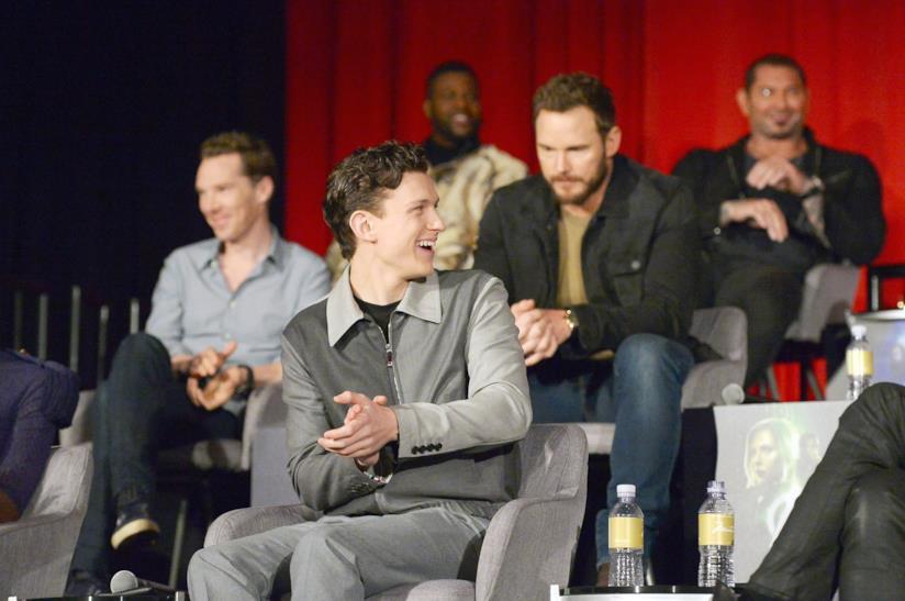 Tom Holland e Chris Pratt sullo sfondo