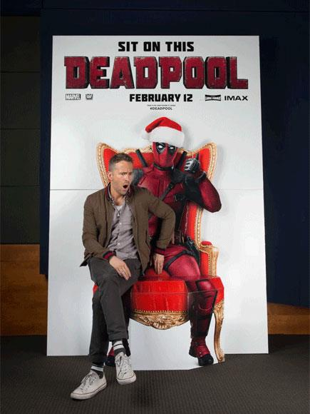 Ryan Reynolds siede in braccio a Deadpool