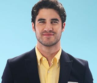 Darren Criss in posa per Cosmopolitan
