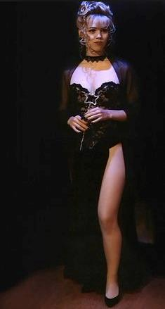 Kelly Taylor vestita da strega sexy per Halloween in Beverly Hills 90210