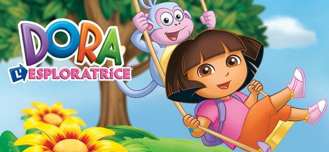 Dora l'esploratrice sull'altalena insieme alla scimmietta