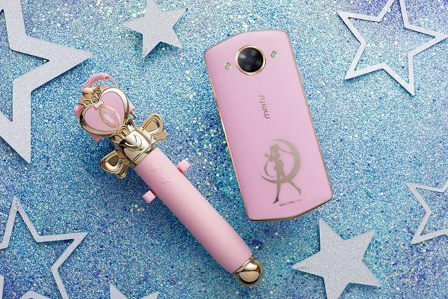 Il Meitu M8 di Sailor Moon con selfie stick