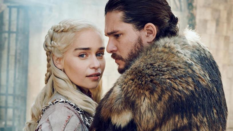 Emilia Clarke e Kit Harington in posa come Daenerys e Jon Snow